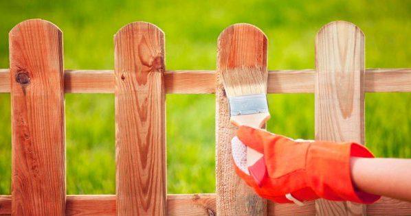 Покраска пропиткой деревянного ограждения