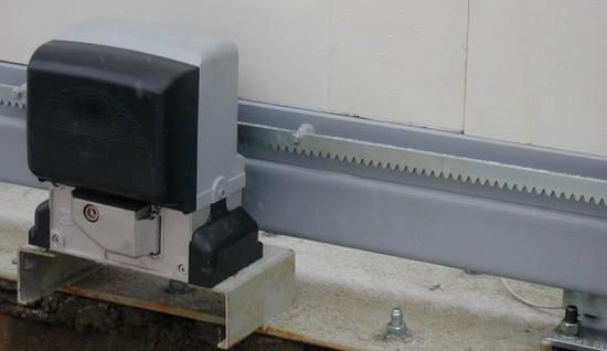 Установка привода к зубчатой рейки