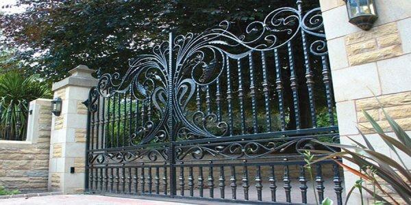 Кованые декоративные ворота в стиле модерн